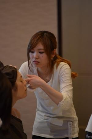 美容コンテストに参加中のトップビューティスタッフ